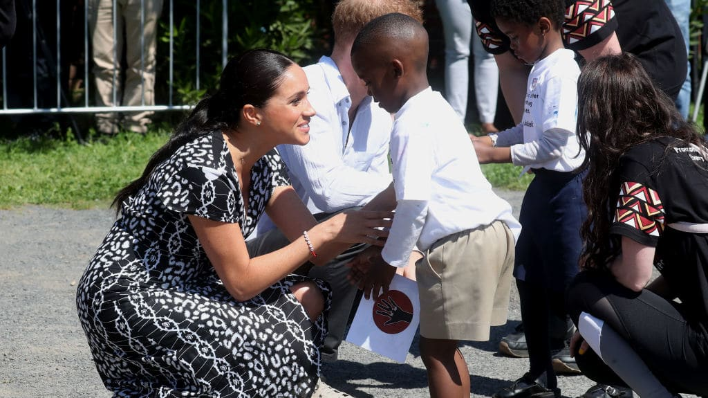 meghan markle arrives in south africa with archie and harry and declares i am a woman of color meghan markle arrives in south africa