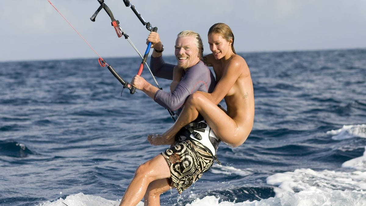 richard_naked_lady_kitesurfing_necker_ed