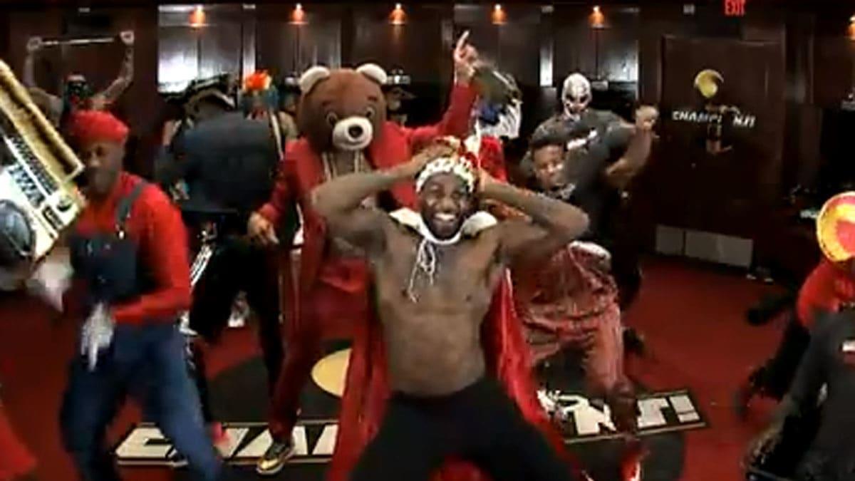 【影片】還記得經典的「哈林搖」嗎?當年熱火三巨頭帶領全隊更衣室群魔亂舞