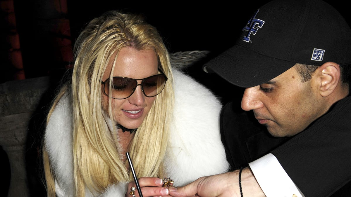 Britney Spears misses questioning by lawyers forecasting