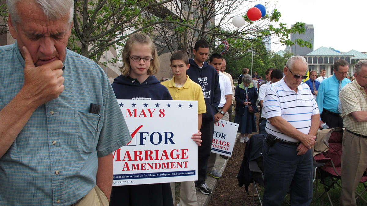gay marriage and civil rights Gay marriage rights are considered an important element of gay rights (though a better, more inclusive term is lgbt rights, as it also includes bisexual and transsexual communities) however, marriage equality isn't the sole issue.