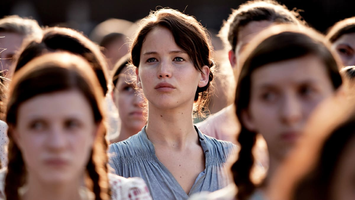 who plays the girl in the hunger games