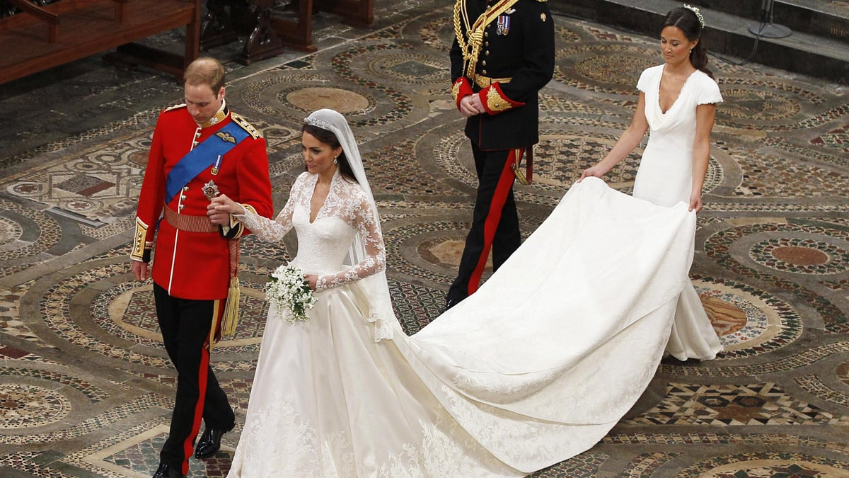 Kate Middleton\'s McQueen Wedding Dress Secrets Revealed in Vogue