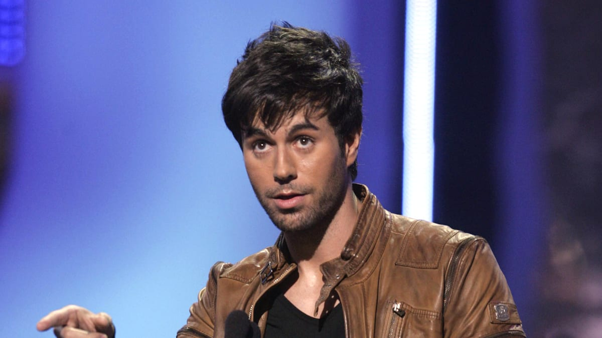 Dallas Auto Show >> Why Enrique Iglesias Is Still Hot