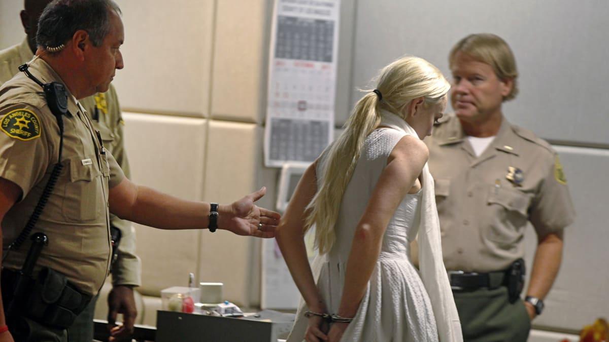 Lindsay Lohan Shows Up to Probation Dept