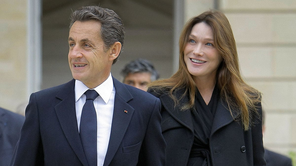 Bruni and Sarkozy walked out on the side. 11.03.2010 66