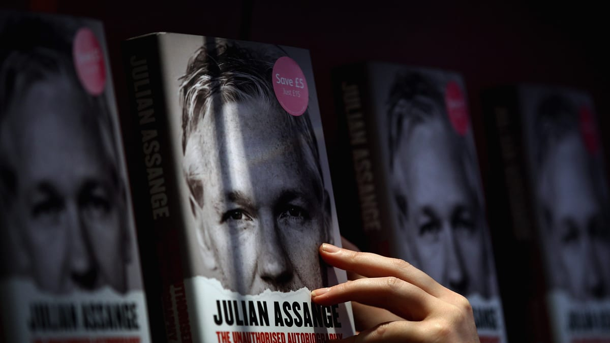 Julian Assange The Unauthorized Version Speed Read Novel With