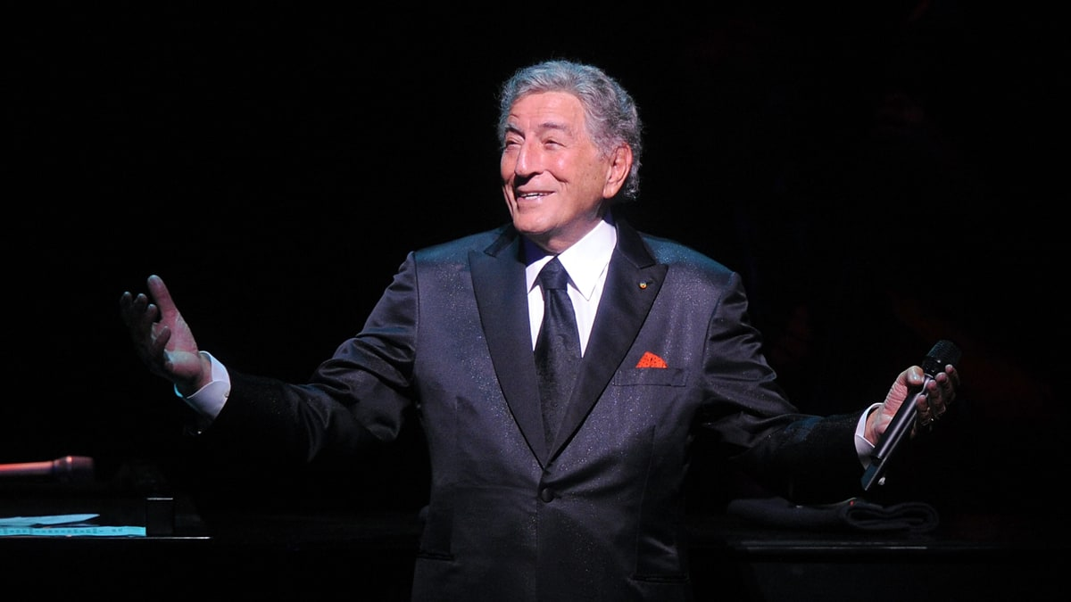 Tony Bennett Duets with Amy Winehouse, John Mayer, Lady Gaga, & More