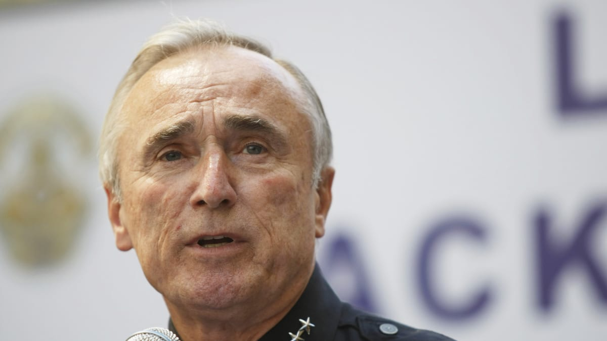 william bratton William joseph bill bratton cbe (born october 6, 1947) is an american law enforcement officer who served as the chief of police of the los angeles police department (lapd), new york city police commissioner, and boston police commissioner.