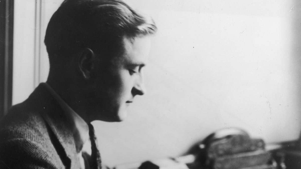 the portrayal of male characters in works of hemingway and fitzgerald Wealth in the great gatsby essay prompts how it influences one of the major male characters in how fitzgerald's portrayal of wealth does or does not.
