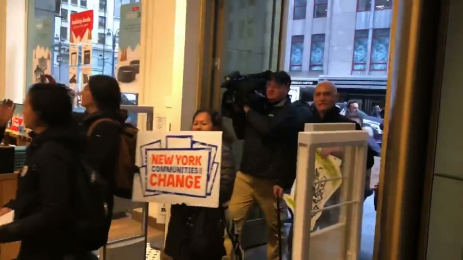 Protesters Storm NYC Amazon Bookstore Over New Long Island