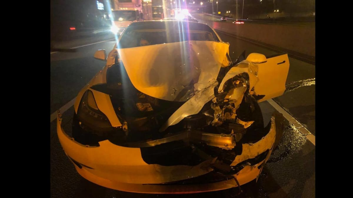 Tesla on Autopilot Crashes Into Connecticut State Police Cruiser
