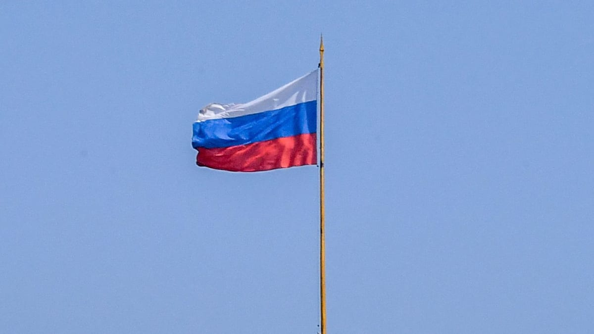 Two Russians Charged With Extremism Slit Wrists in Courtroom
