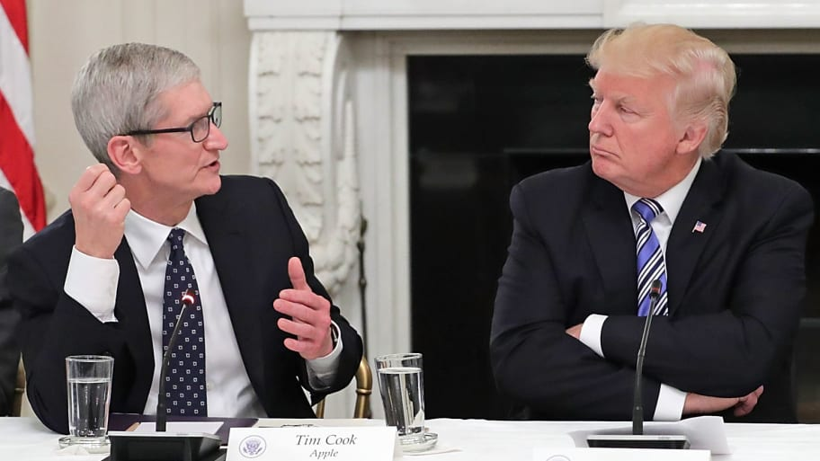 Trump Announces Dinner With Tim Cook, Says Apple Will Spend 'Vast Sums of Money'in U.S.