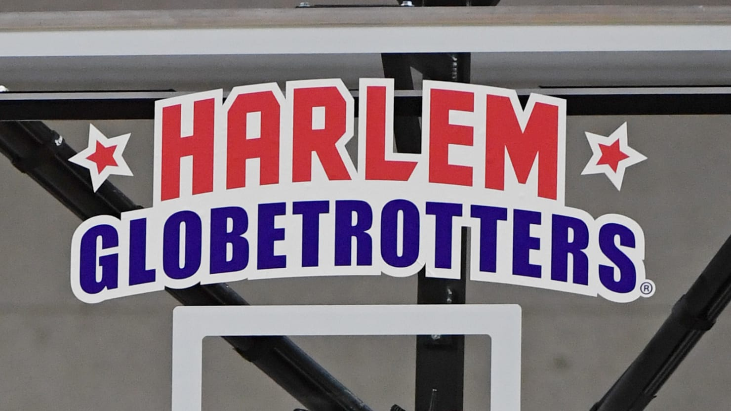 Harlem Globetrotters Star Fred 'Curly' Neal Dies at 77