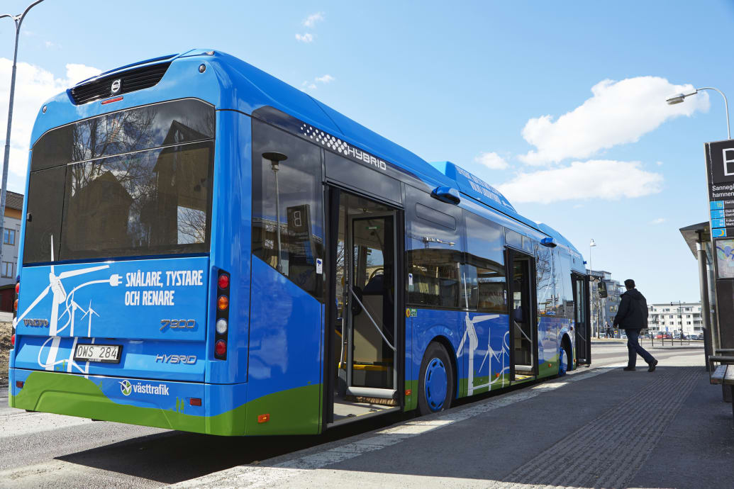 Volvo Tests Ultra-Efficient Plug-in Hybrid-Electric Diesel Bus