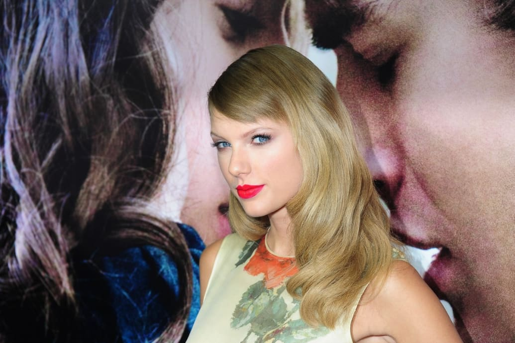 Taylor Swift Cast In The Giver Kimmel Laughs At Kanye Rap Feud