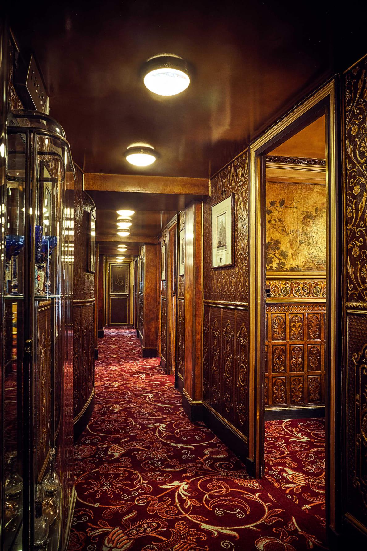 190728-Zaleski-paris-sex-restaurant-embed-2_yidlyy