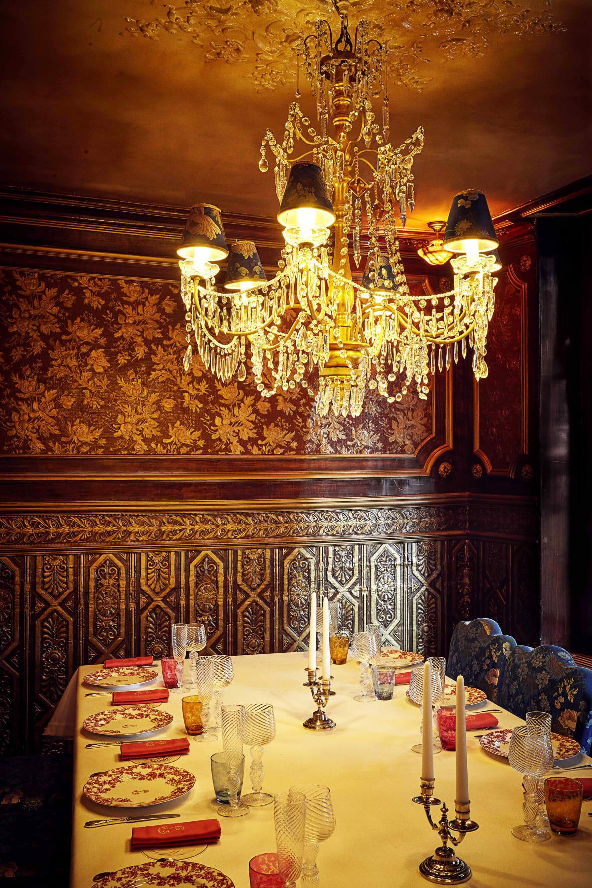 190728-Zaleski-paris-sex-restaurant-embed-4_kdpwur