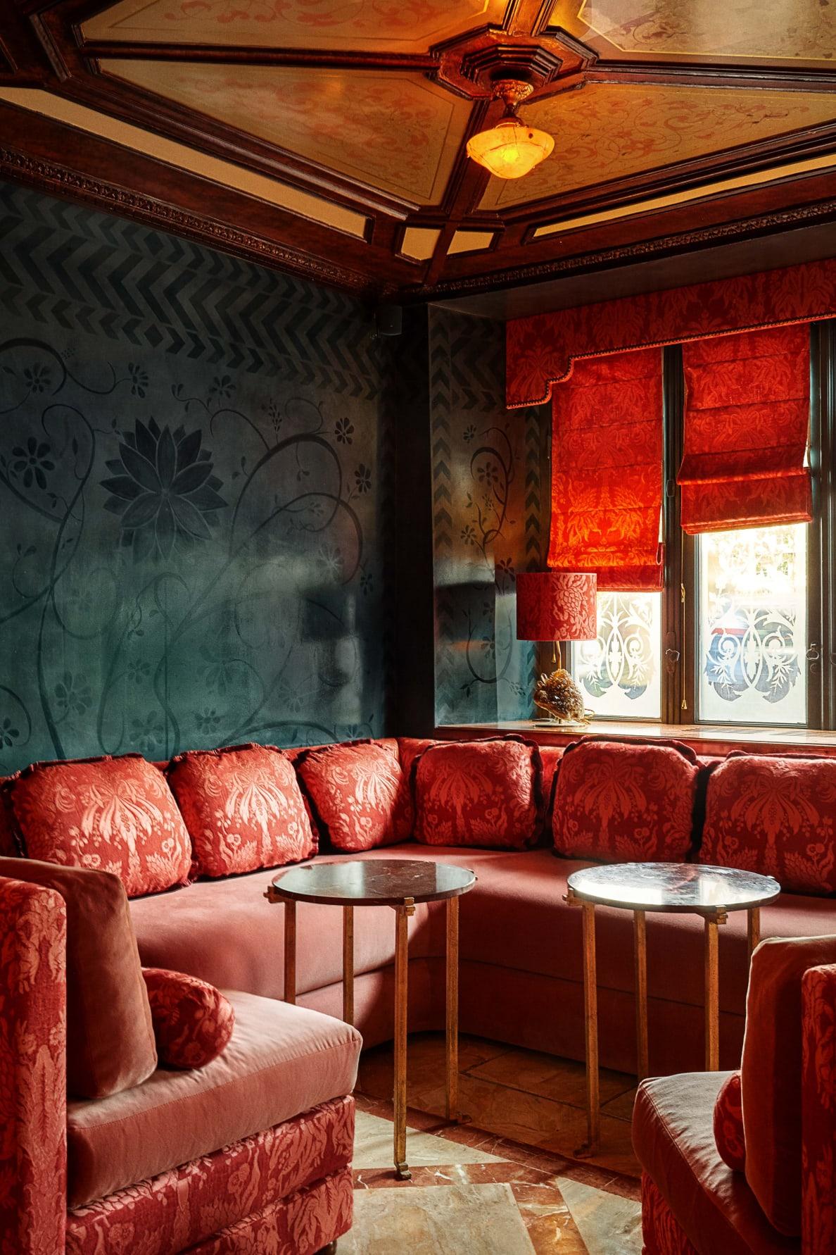 190728-Zaleski-paris-sex-restaurant-embed-5_rokgax
