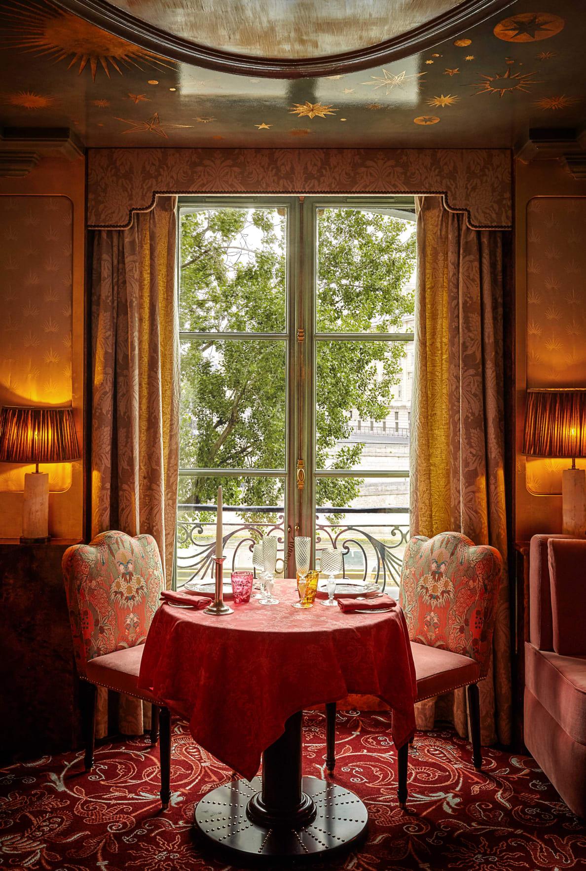 190728-Zaleski-paris-sex-restaurant-embed-7_mubcyi