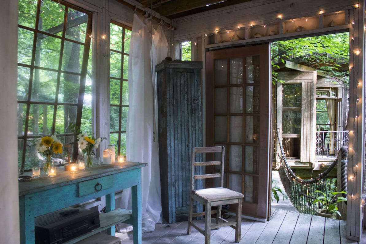 One For Victor - OMG I Want to Rent This House: Georgia Treehouse 190312-mcnearney-omg-i-want-to-rent-this-house-atlanta-treehouse-4_sbu4qz