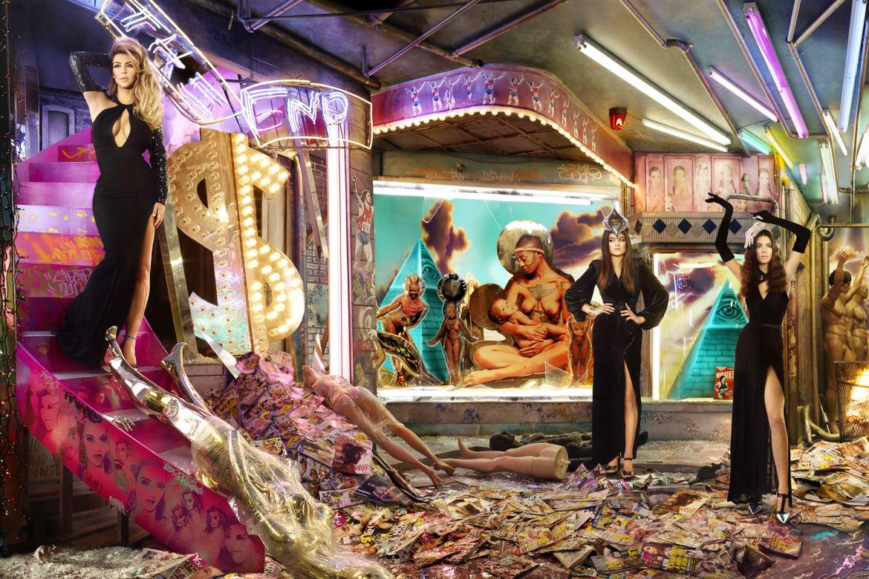 The Kardashians Go High Fashion for Annual Christmas Card; First ...