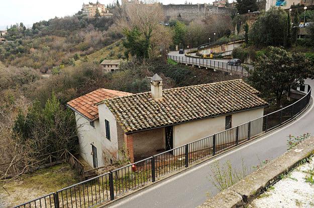 Daniele La Monaca Reuters Landov The Tiny Cottage At Via Della Pergola